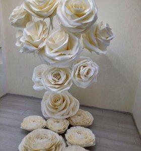 Фотозоны и элемент декора из ростовых цветов