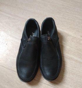 Продам туфли на мальчика,.