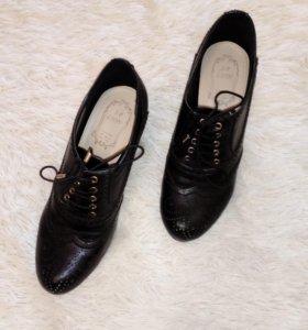 Туфли 39 размер почти новые