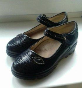 Туфли на девочку 35р