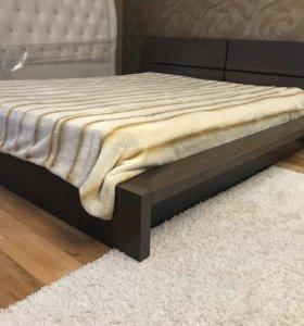 Продаётся кровать, матрац