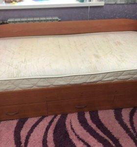 Кровать с матрацем.