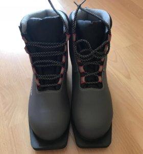 Лыжные ботинки для беговых лыж
