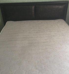 кровать вместе с матрасом