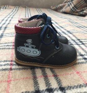 Ботинки детские 19 размера.