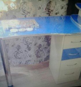 Маникюрный столик+набор блесток.