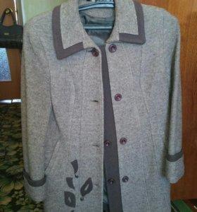 Пальто женское- новое