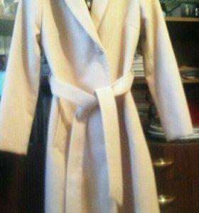 Продам демисезонное пальто новое.