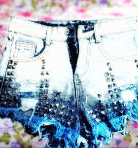 Продам шорты джинсовые с железными вставками😊