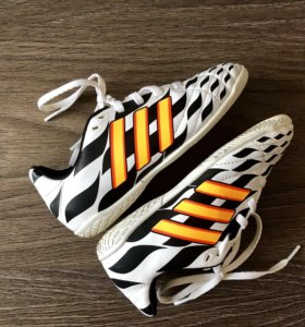 Детские футбольные кроссовки Adidas. Оригинальные