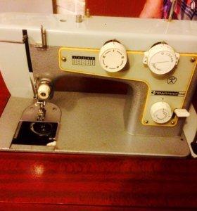 Швейная машинка Подольск-142, с тумбой