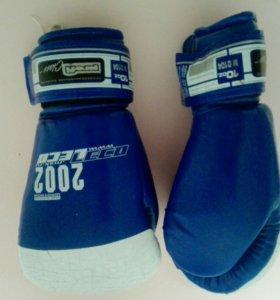 Боксерские перчатки LECO