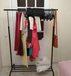 Вешалка напольная для одежды на колесиках