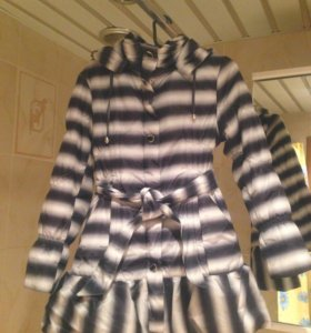 Пальто с капюшоном черно-белое