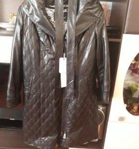 Пальто женское кожанное.