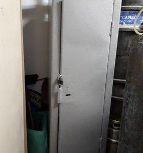 Шкаф-сейф железный