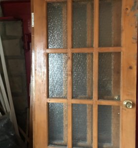 Двери деревянные с коробками петлями и ручками
