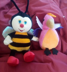Игрушки. Пчела и попугай