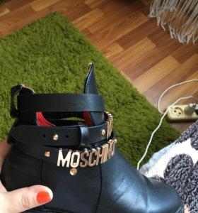 Демисезонные ботинки Moschino
