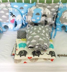 Бортики в кроватку + одеяло +простынь на резинке