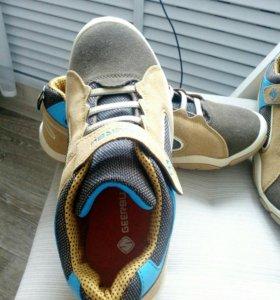 Кроссовки новые 36 размер
