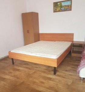 Продам 2х спальную кровать с матрацом
