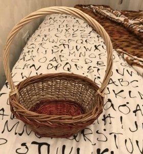 Корзина ручного плетения.