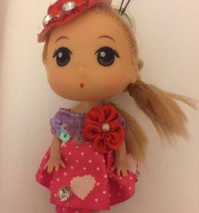 Милый брелок-игрушка.Маленькая девочка.