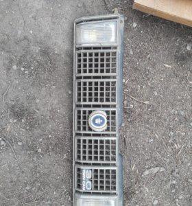 Передняя решетка радиатора