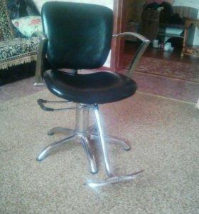 Парикмахерское кресло.