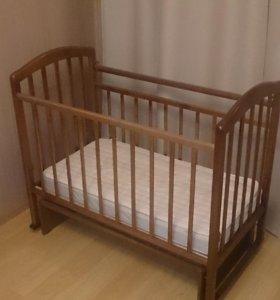 Детская кроватка с матрасом и наматрасником