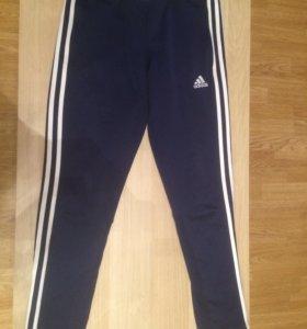 Спортивные брюки на мальчика adidas