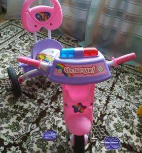 Трёхколёсный велосипел