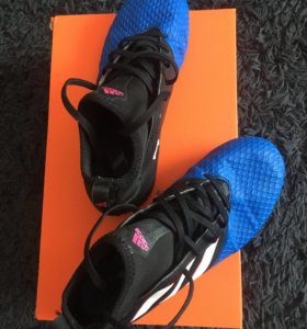 Спортивная обувь для футбола, сороконожки