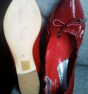Новые кожаные туфли красные