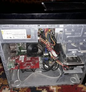 Компьютер и доп. переферия к нему в комплекте.
