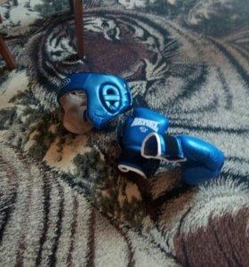 Перчатки и шлем для бокса