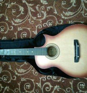 Гитара с чехлом.торг