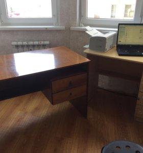 Два письменных стола
