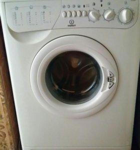 Стиральная машина Indesit под ремонт или на запчас