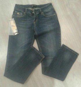 Новые джинсы фирмы Burberry
