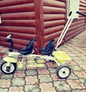 Трехколесный велосипед для двойни small rider