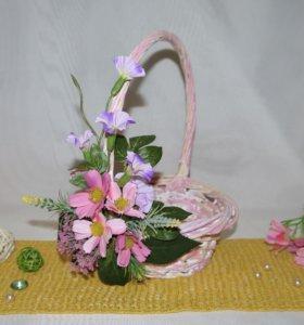 Декорированная плетеная корзина розовая
