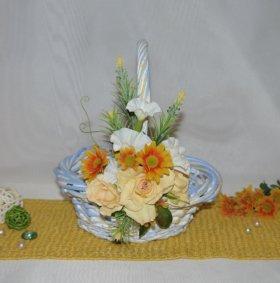 Декорированная плетеная корзина голубая