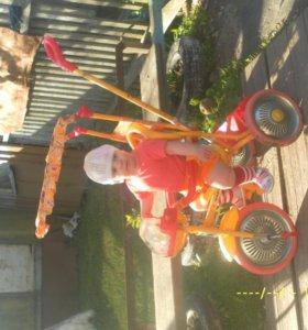 коляска и детский велосипед