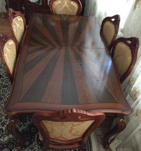 Горка ,комод ,стол со стульями
