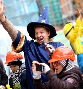 Ведущий , организатор праздника с большим опытом.