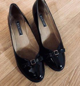 Туфли на танкетке ВАSCONI (срочно продаю!)
