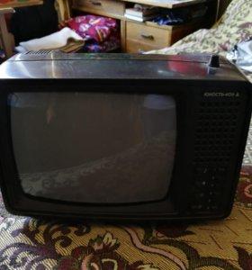 Телевизор, в рабочем состоянии