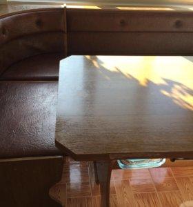 Кухонный уголок со столом